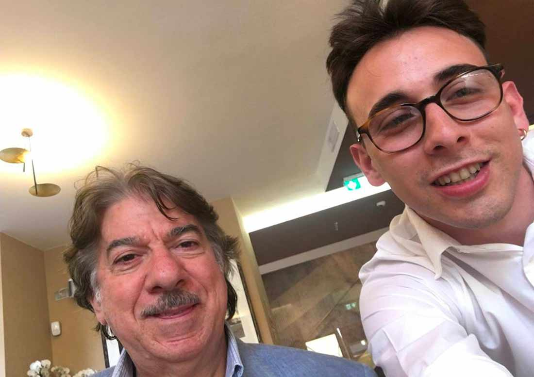 Vip Italiano al bottegone con un cameriere